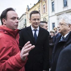 Szijjártó Péter: Magyarország biztonsága a tét!