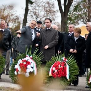 '56 nekünk, magyaroknak becsületbeli ügy