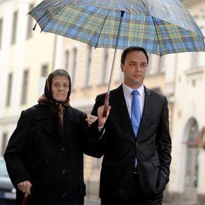 Nagymamájával együtt szavazott Nyitrai Zsolt