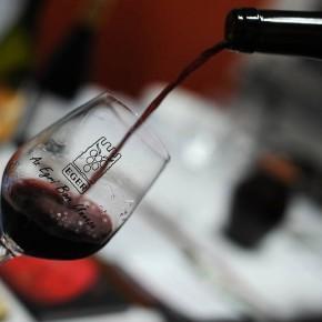 Egyedi borospalack készül az Egri borvidéken
